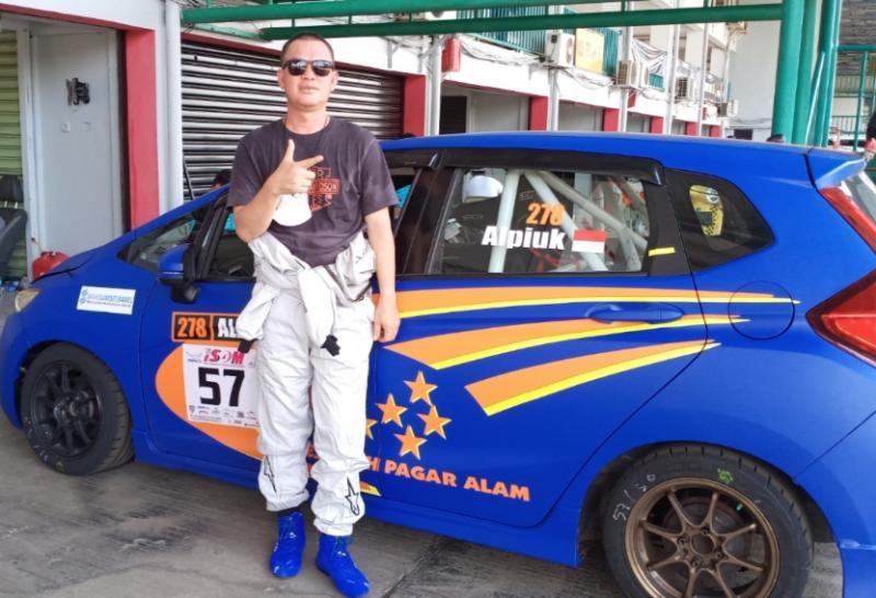 Alpian Piuk, ikut balap mobil ISSOM dimentori James Sanger dan Haridarma Manoppo