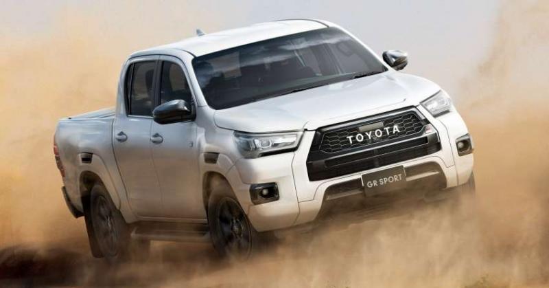 Tampilan garang Toyota Hilux GR Sport Model 2022 melibas medan berat