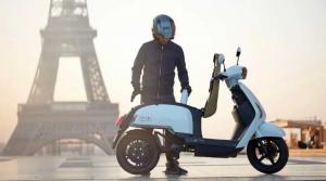 Ilustrasi penunggang motor listrk di Prancis yang kini semakin massif karena pro terhadap isu lingkungan
