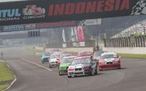 Victor Herryanto di urutan terdepan BMWCCI OMR putaran 4 di Sentul International Circuit, Bogor, Minggu (17/10/2021). (foto2 : ardian pradana)