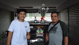 Vivaldhi Dwi Putra Wijaya, trofi juara HJSC dan Putu Indra Wijaya
