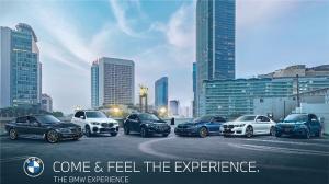 Deretan mobil BMW yang disiapkan untuk test drive di Senayan, Jakarta minggu ini