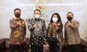 Bamsoet bersama Bambang Suroso, Danty Rukmana dan Muhammad Ali Reza dari pendiri komunitas Vespa The BrotoS